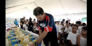 Bhatia comparte con estudiantes de escuela de Guaynabo