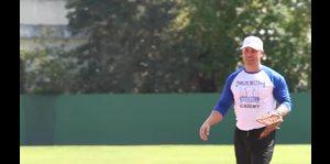 Carlos Beltrán recauda dinero para su academia