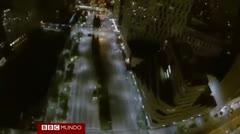 Brinco desde un rascacielos del punto de vista del paracaidista