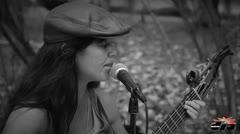 Ivania Zayas le canta a los estudiantes de la UPR