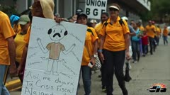 Empleados del Fondo protestan frente al Centro Gubernamental Minillas