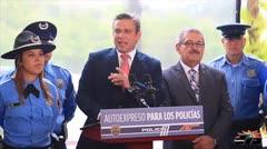 Gobernador entrega sellos Auto Expreso a polic�as