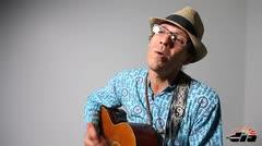 Milton Carrero le canta al amor