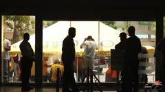 Paro de celadores de l�nea frente a oficinas de AEE