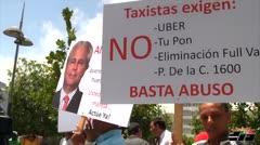 Taxistas se manifiestan por disputa publicitaria