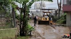 Familias desalojadas por rotura de tubería en Bayamón