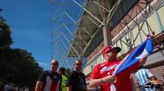 Fanáticos boricuas apoyan a la Selección en Sevilla