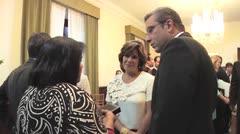 Gobernador entrega medalla Roberto Clemente Walker