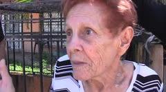 Anciana cuenta cómo un hombre le robó su dinero