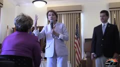 Nancy Pelosi participa en foro sobre la violencia doméstica