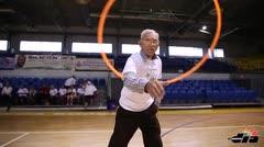 Ancianos lucen sus habilidades deportivas