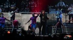 Mucho color y fusión musical en el concierto de Carlos Vives