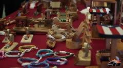 Confinados venden sus artesanías