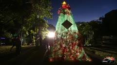 Encendido navideño con material reciclado