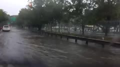 Inundada la salida de la avenida Kennedy