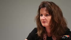 Lisa Donahue discute el plan para la AEE