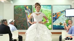 Gabriela Berríos modela su traje típico
