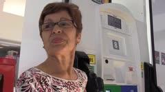 Conductores aprovechan la gasolina más barata