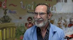 Voluntarios comparten con pacientes en Navidad